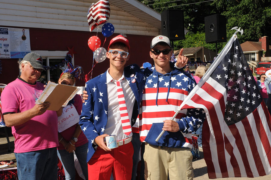 costume-winners-with-flag_900