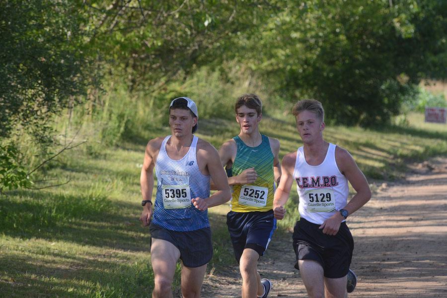 runner-trio_900x600